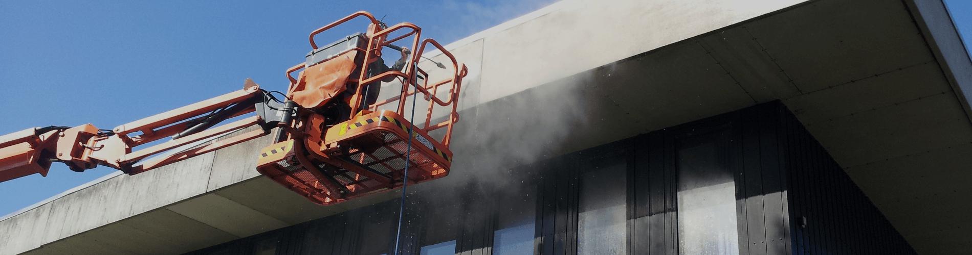 Facaderens, røngøring af facade, med højtryksrensning og hedvand, efterfølgende imprægnering