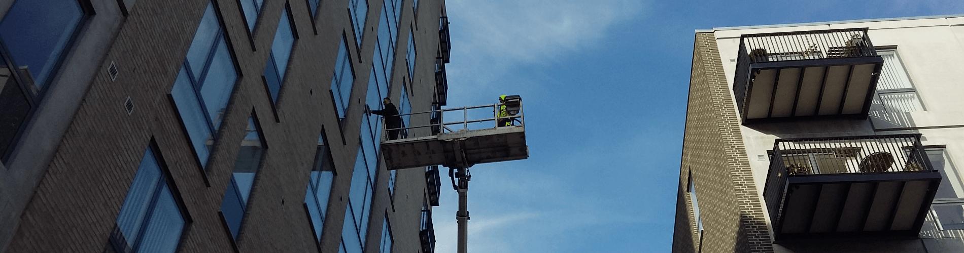Vinduespolering fra lift