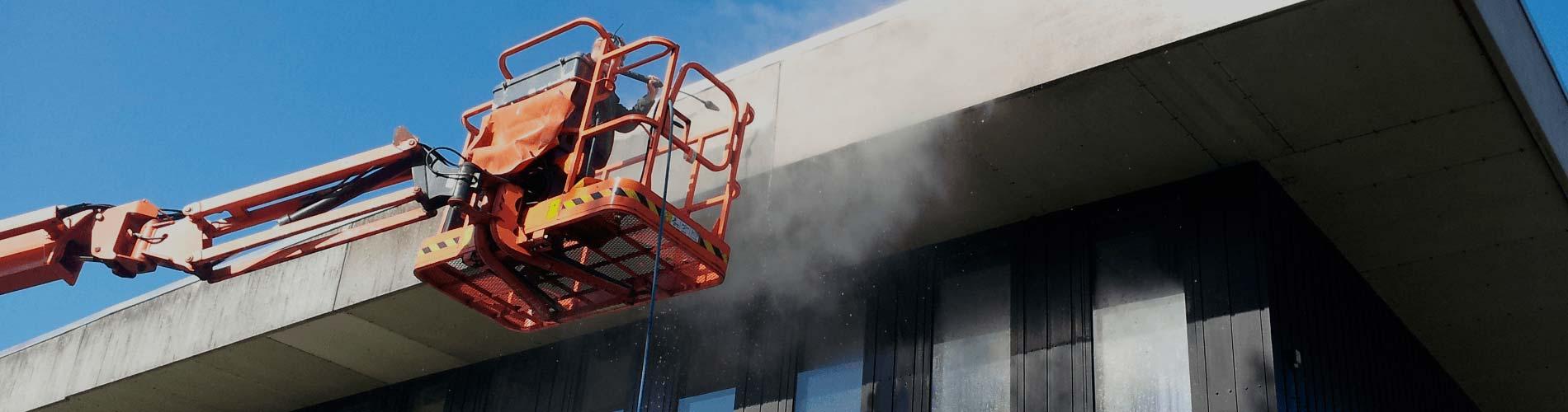 Rensning af beton facade på Mulernes Legatskole i Odense