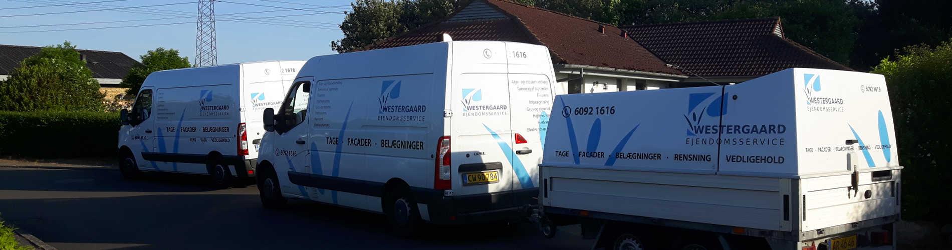 To varebiler og en trailer fra Westergaard Ejendomsservice